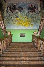 obraz na ścianie przy schodach