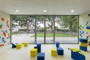 nowoczesne przestronne wnętrze przedszkola
